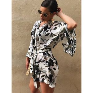 🆕Maryann Floral Leaf Tropical Print Kimono Dress